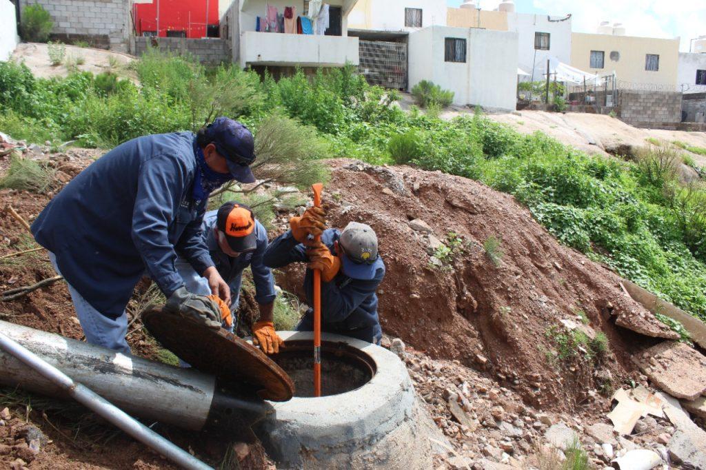 dependencias del área operativa del Gobierno de la Ciudad llevan a cabo trabajos de limpieza y desazolve