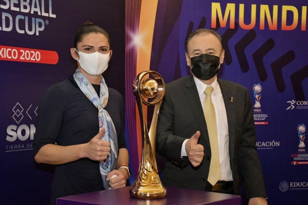 Presenta Durazo calendario de juego y trofeo del Campeonato Mundial Sub-23 de Beisbol