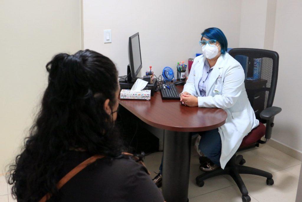Carolina Guadalupe Muñoz Ruiz, Psicóloga Clínica y Terapeuta Familiar del Instituto, pidió a los derechohabientes apoyarse con especialistas del Instituto ante la pérdida de un ser querido