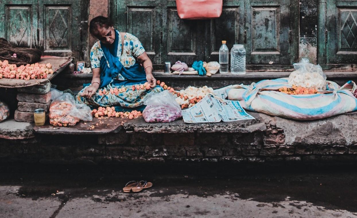 Senadora de Morena busca desaparecer comercio ambulante. Foto de Yogendra Singh en Pexels