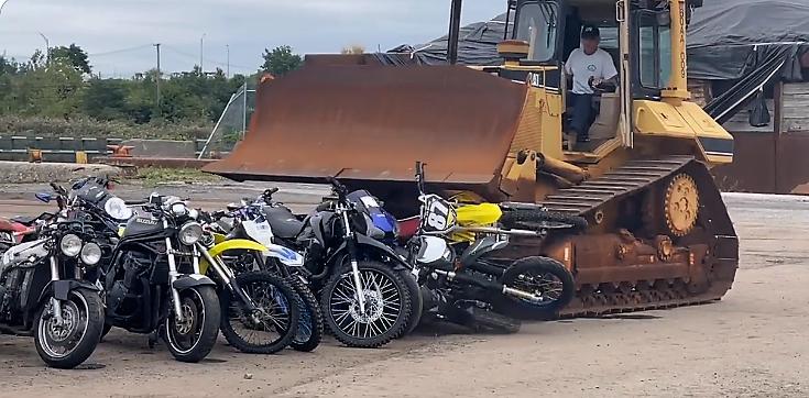 Destruyen decenas de motocicletas ilegales en Nueva York