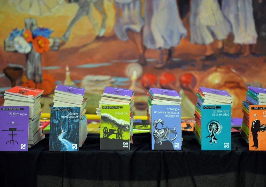 """Reciben mediadores de lectura de Sonora colección """"21 para el 21"""" del FCE"""