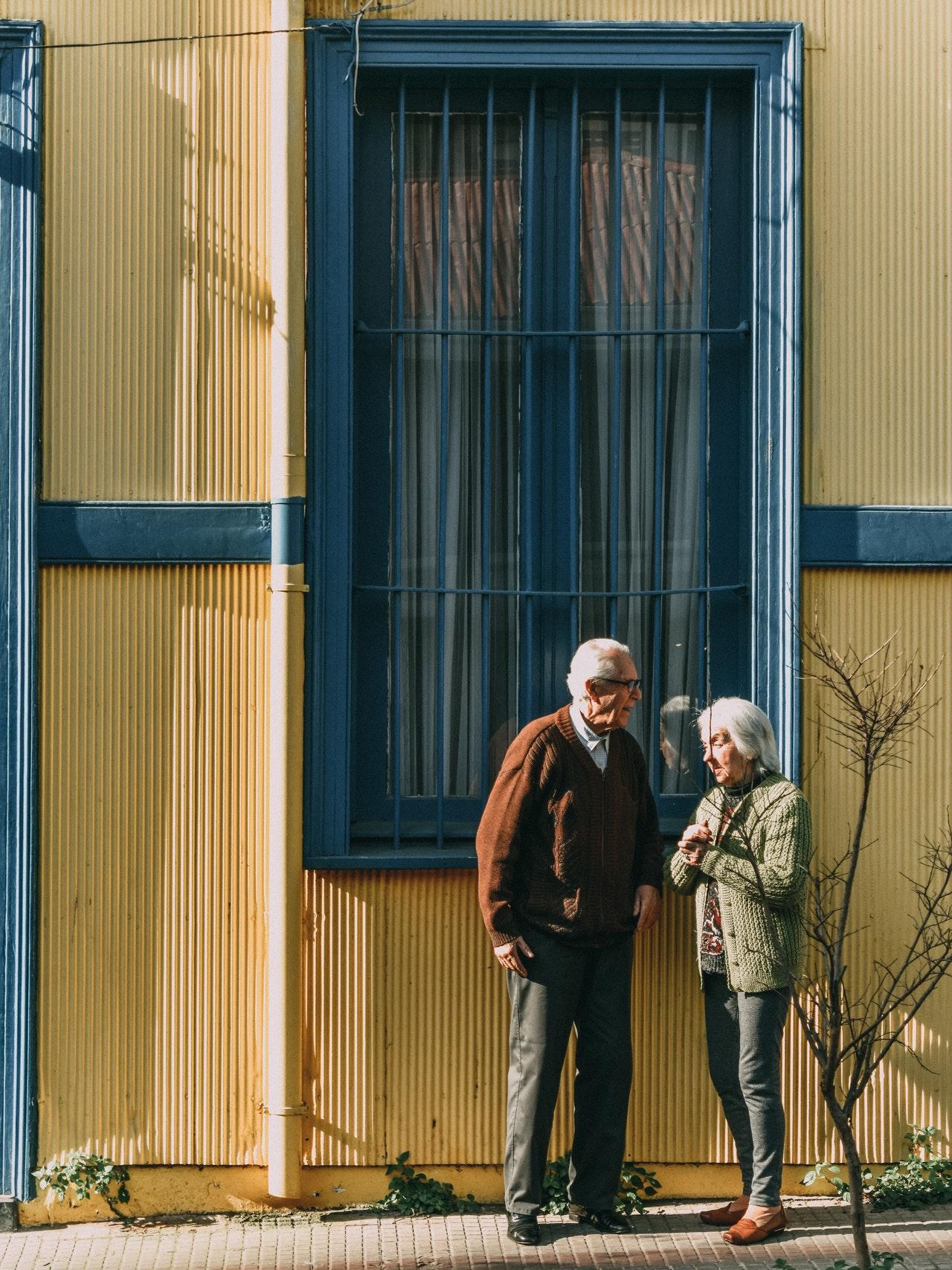 Detectan en Sonora octavo caso de abuso financiero a adultos mayores. Foto de tiago tins en Pexels