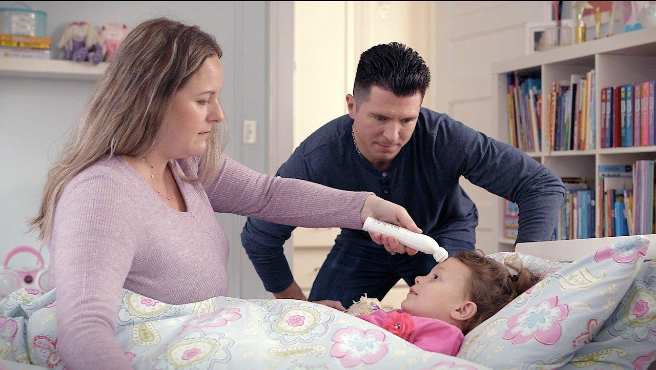 Vacunan por error a dos niños contra el covid-19 en lugar de la influenza. Imagen de ExergenCorporation en Pixabay
